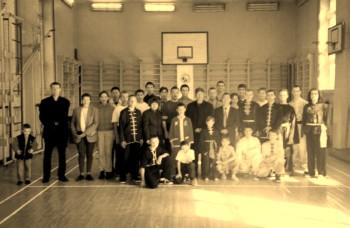 Группа Ассоциации школ традиционного Гунфу с почетными гостями
